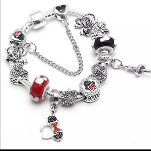Brand New 19cm Minnie Mouse Charm Bracelet